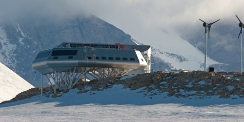 "Princess Elisabeth Antarctica, the first ""Zero emission"" polar research station in the mist at Utsteinen - Belare 2008-2009"