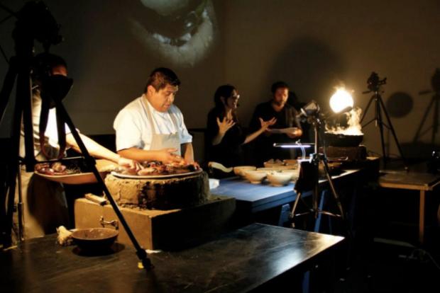 Ale de la Puente, The Universe and the Kitchen, performance at Kosmica Mexico 2013