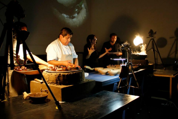 Ale de la Puente, The Universe and the Kitchen, performance at Kosmica Mexico 2013